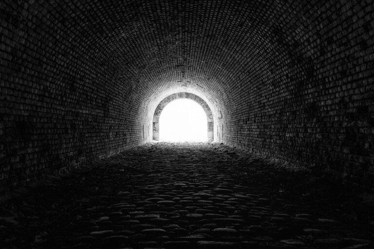 眼前總是黑一圈,老是像在看隧道?搶救視力大作戰!青光眼忌自行停藥!